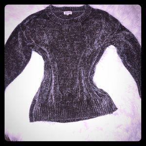 •• Sweater ••